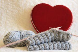 カシミヤの毛糸でカシミヤマフラーを手編みしよう!【事例紹介】