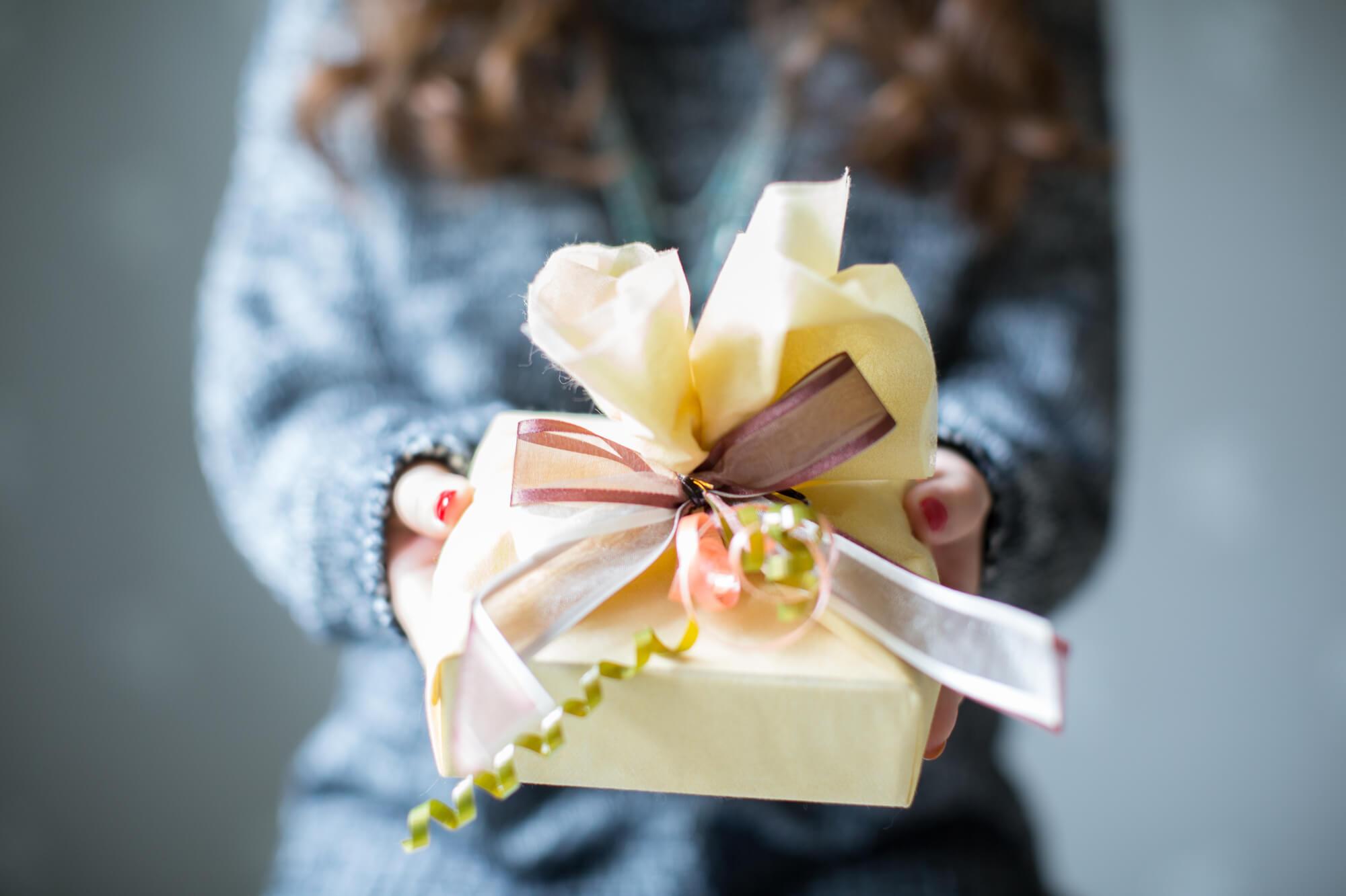 プレゼントするならカシミヤストール!!プレゼント包装可能なカシミヤトールは?
